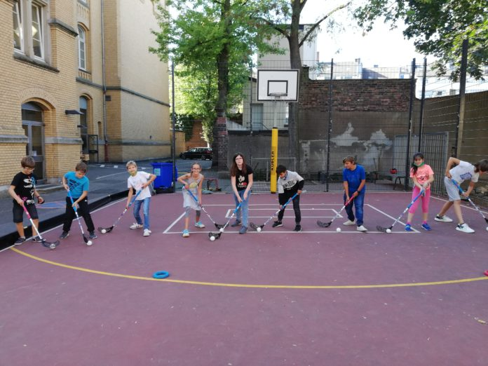 Floorball Outdoorfeld Florarealschule (Quelle: www.sportspartnership.de)