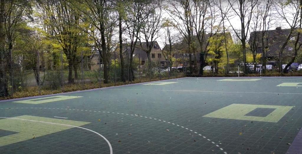 Outdoor Floorballfeld im Herbst 2020